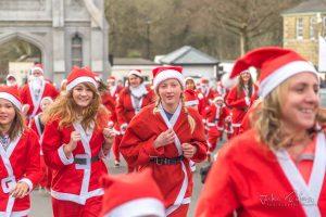 Helston runners Helston Santa runners for Cornwall Hospice Careto Jake Riding